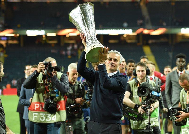 José Mourinho, her med Europa League-troféet i mai, har vært en stor inspirasjon for Vítor Gazimba.