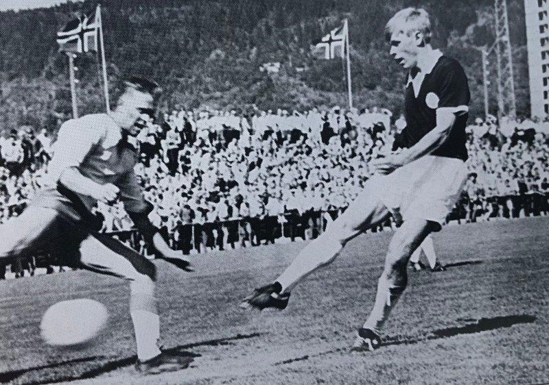 Egil Olsen i aksjon på Marienlyst stadion.