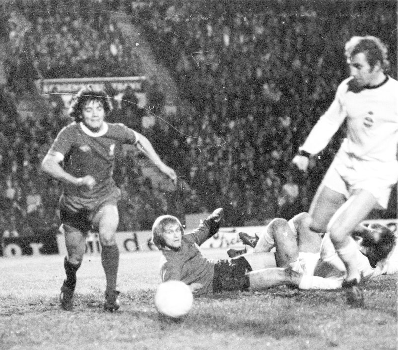 Inge Thun i aksjon mot Liverpool i 1974.