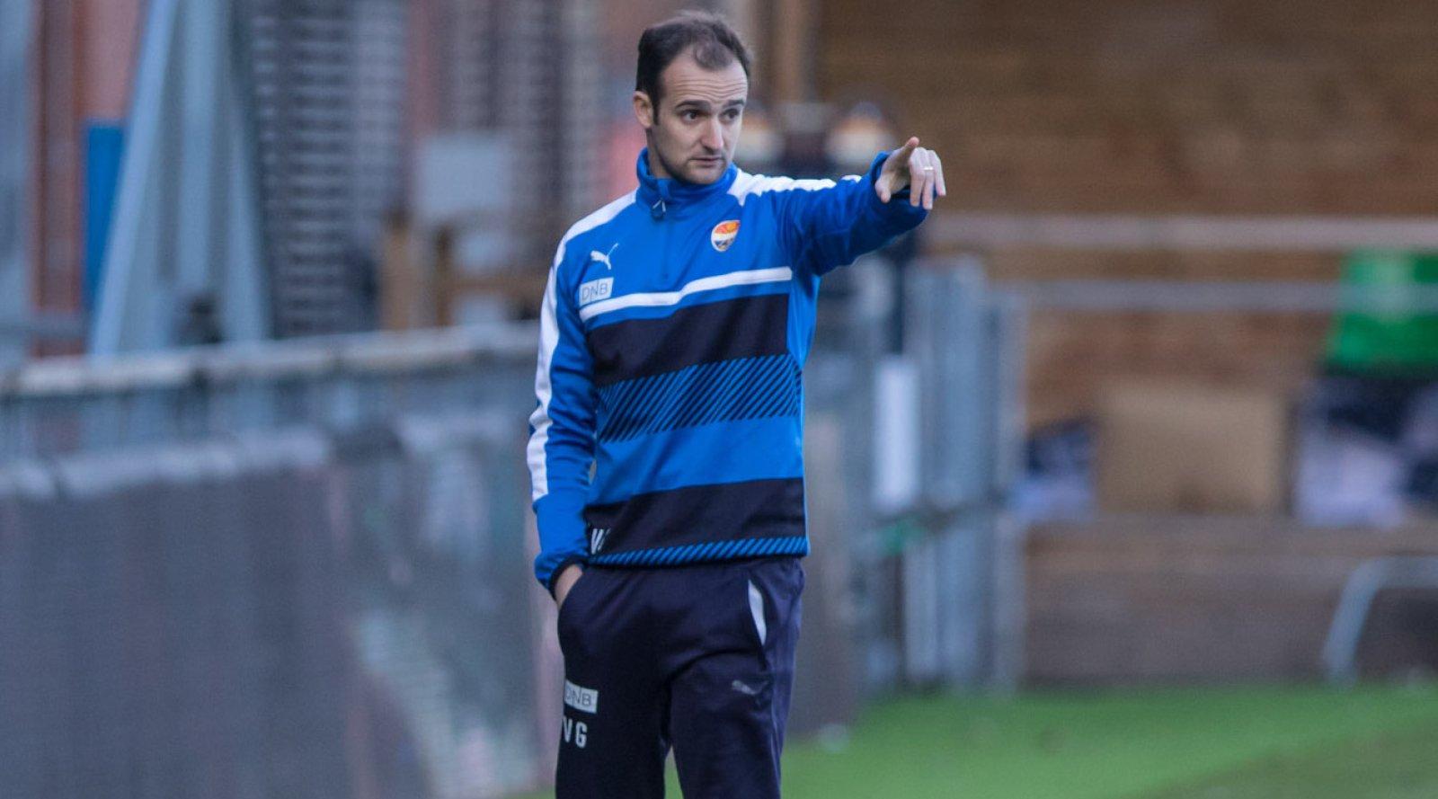 Team SIF - Moss FK 2-5, 18. april 2017: Hovedtrener Vitor Gazimba.