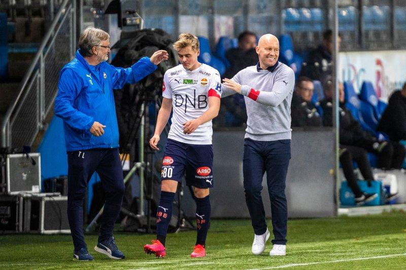 Debutant Andreas får noen gode ord på veien av Henrik Pedersen og lagleder Terje Lysthaug.