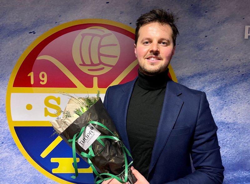 Marius Hoel ble takket av i SIF da laget hadde avslutningsmiddag etter siste seriekamp.