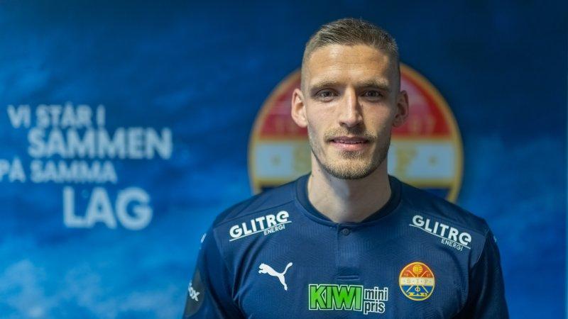 Gustav Valsvik - tilbake i blått.