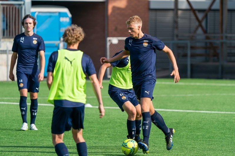 Kaptein Erik Blikstad er med på et lag i stor fremgang.